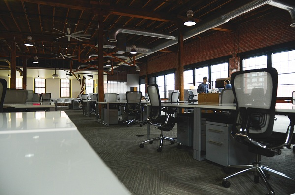 3 Signs That Your Office Has a Problem with Passive Leadership
